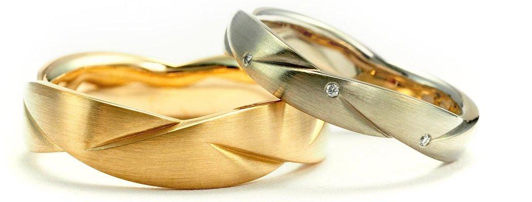 geel en witgouden trouwring
